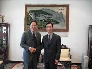 公司合伙人于水先生与中国驻科威特大使合影