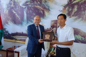 公司董事长于志毅先生与阿拉伯大学联盟秘书长苏尔塔博士